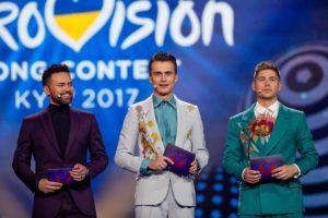 Foto: Andres Putting/eurovision.tv | Timur Miroshnychenko, Oleksandr Skichko & Volodymyr Ostapchuk, jo moderatooren faan't ESC 2017